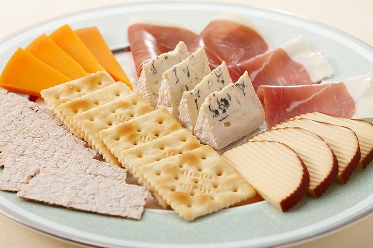 チーズと生ハムの盛合せ